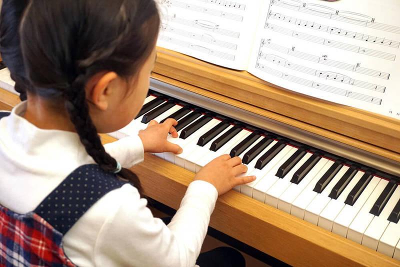ピアノやバイオリンを上達させるためには?