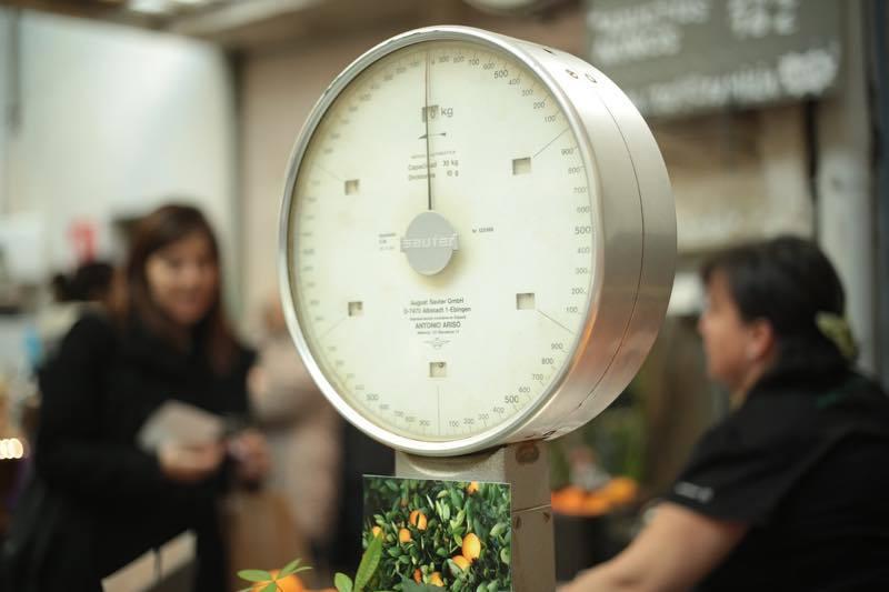 体重計に小マメに乗って、ダイエットの進み具合を確認