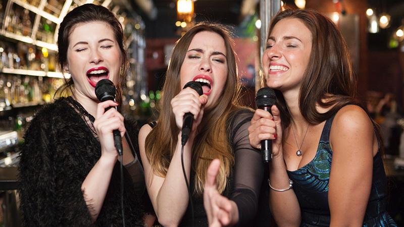"""こっそり""""歌うま""""目指すならボイトレがベスト◎歌唱力アップで宴の主役を目指す!"""