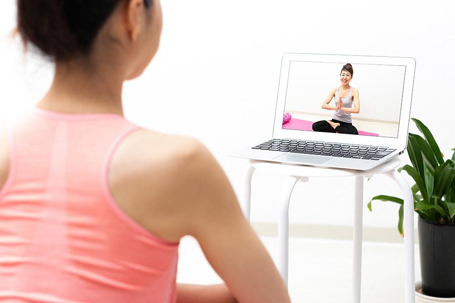 フィットネスもヨガも自宅でオンラインレッスン。人気のSOELUとLEAN BODYを比較