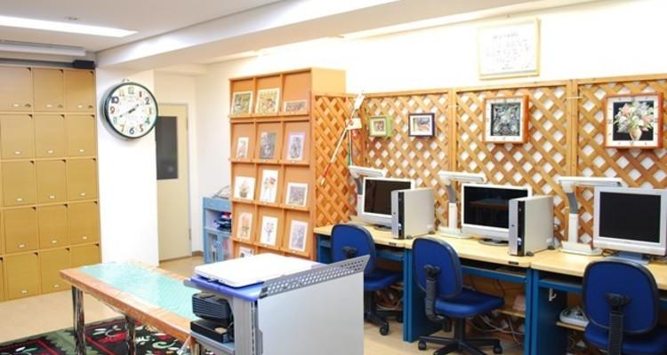 School aula      1 2
