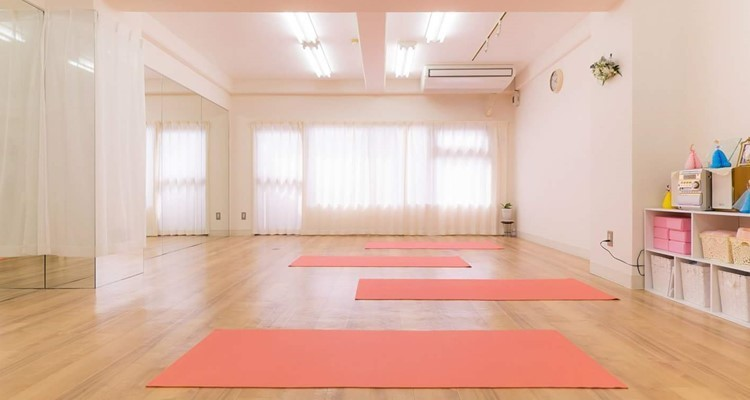School  rena s yoga        3